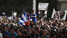 Кубинцы во время митинга в память об ушедшем из жизни лидером кубинской революции Фиделе Кастро. Архивное фото