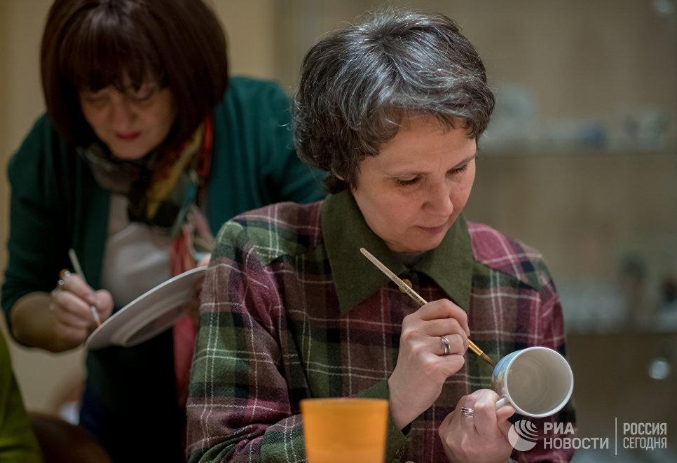 Мастер-класс по росписи фарфоровой посуды на Императорском Фарфоровом заводе в Санкт-Петербурге