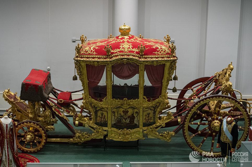 Коронационная карета императрицы Екатерины II в реставрационно-хранительском центре Государственного Эрмитажа Старая Деревня в Санкт-Петербурге