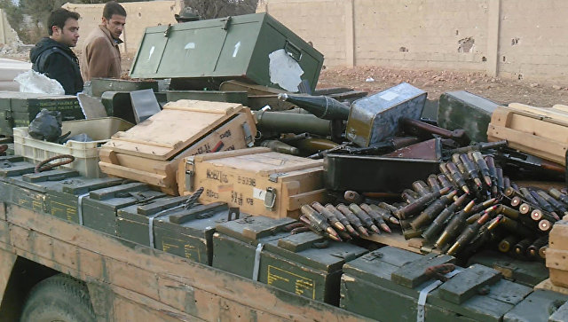 Оружие и боеприпасы, сданные боевиками правительственным сирийским войскам в городе Хан аш-Ших. Архивное фото