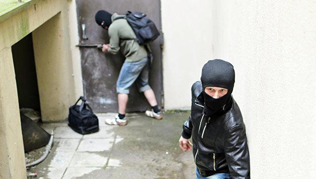 Насвидание кдевушке вместо интернет-знакомого пришли преступники вмасках