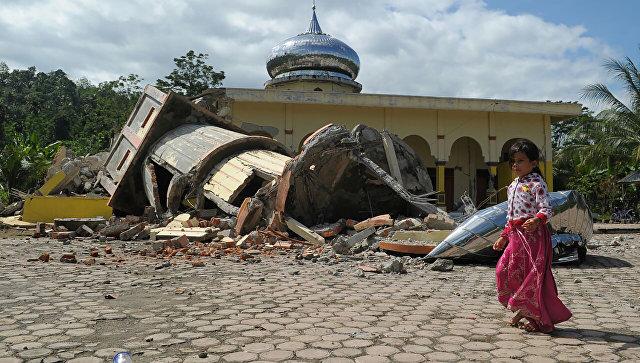 Индонезийские военные заявили о почти ста погибших при землетрясении