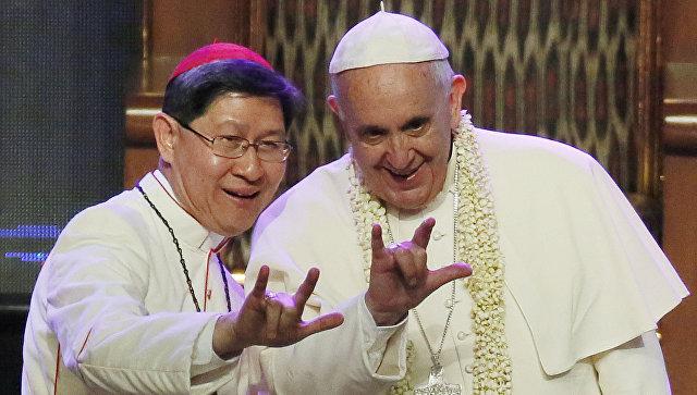 Папа римский Франциск и архиепископ Манилы, кардинал Луис Антонио Тагле