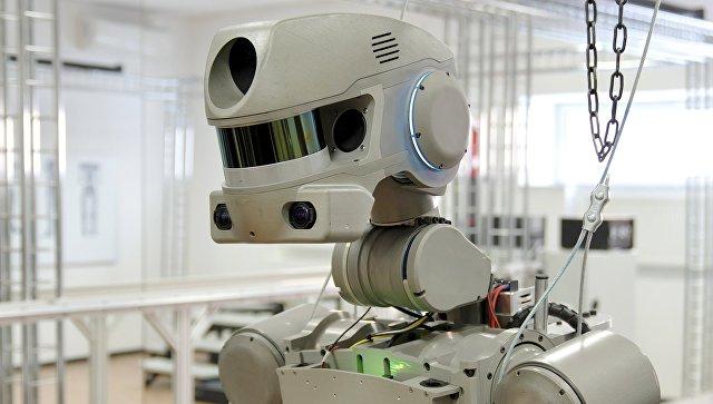 Испытание антропоморфного робота Федор проекта Спасатель в лаборатории на базе научно-производственного объединения Андроидная техника в Магнитогорске. Архивное фото