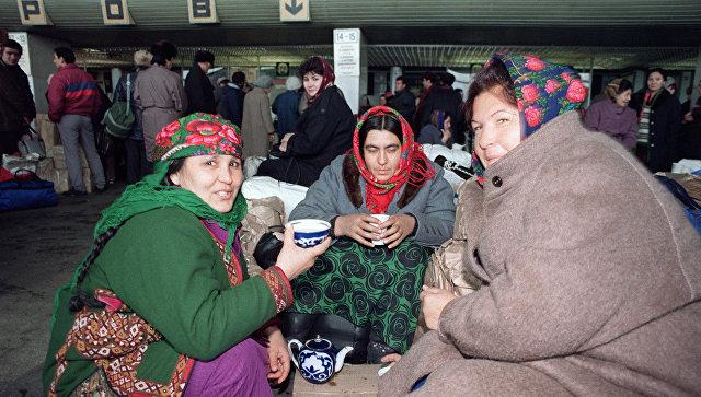 Узбекские женщины в аэропорту Внуково. 18 декабря 1991