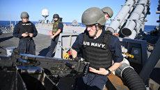 Военнослужащие на ракетном эсминце Porter (DDG 78) 6-го флота США в Средиземном море. Архивное фото