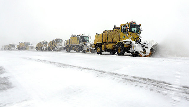 В Торонто из-за снегопада отменили более 400 авиарейсов