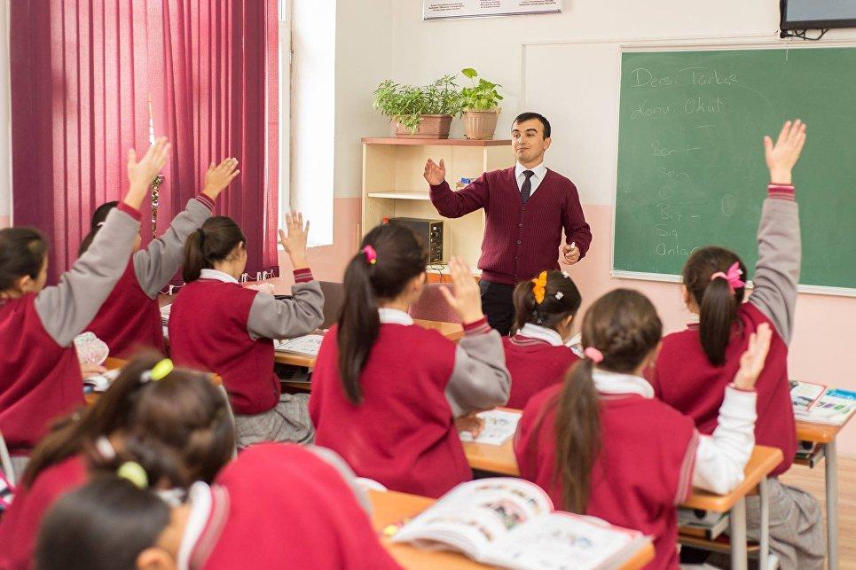 Лицеи Себат стали синонимом качества образования в Кыргызстане. В них учатся дети не только элиты страны, но и талантливые ребята из бедных семей. Таким образом, Гюлен получает доступ к умным и влиятельным - тем, кто будет решать судьбы страны через 15-20 лет