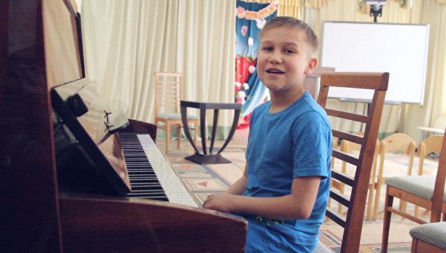 Вова, 14 лет. Любит играть на фортепиано и уверен, что это под силу всем