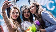 Евгения Сметанина, Лада Акимова и Виктория Дашиева в финале конкурса Краса России-2016
