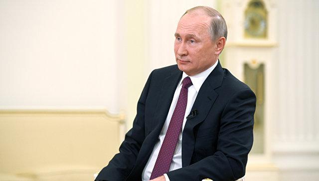 Президент РФ Владимир Путин во время интервью в Кремле телекомпании Ниппон и газете Иомиури. 7 декабря 2016
