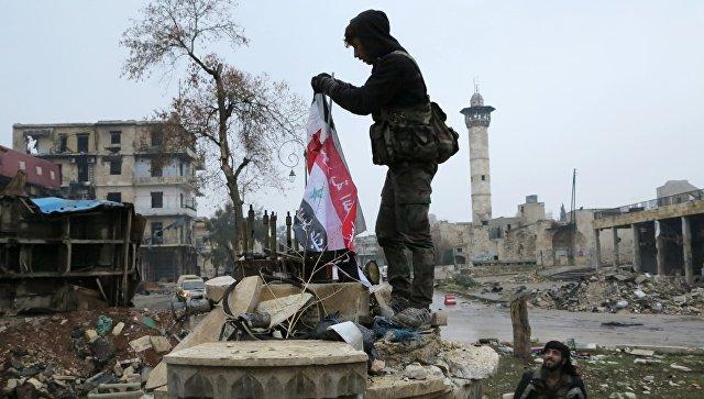 Военнослужащие в освобожденном квартале восточного Алеппо