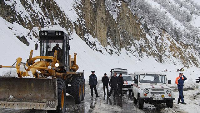 Движение по Транскавказской автомагистрали остановлено, архивное фото
