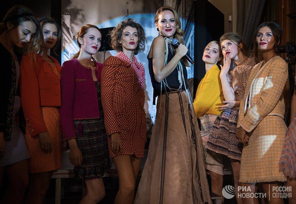 Гости и модели на открытии выставки I love Chanel. Частные коллекции