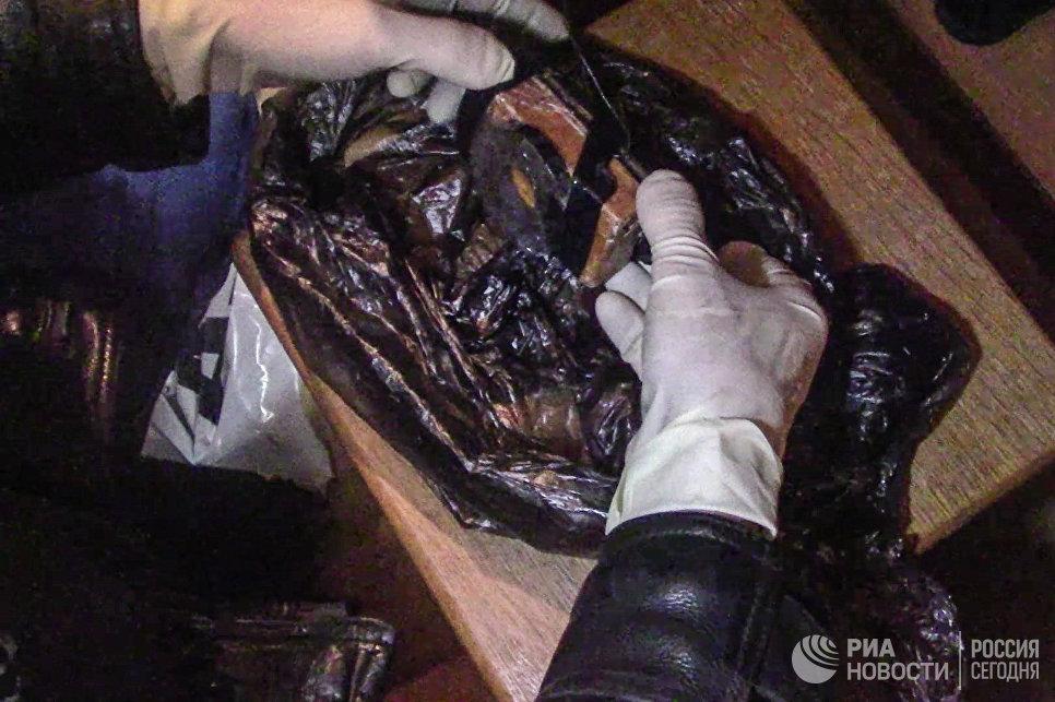 Предположительно взрывное устройство, изъятое сотрудниками ФСБ РФ у задержанной в Москве диверсионно-террористической группы