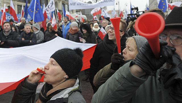 Президент Польши встречается соппозицией, чтобы победить политический кризис