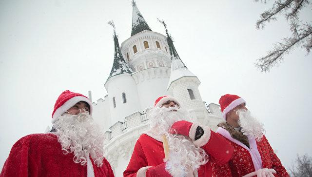 Участники парада Дедов Морозов в Уфе
