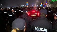 Полицейские охраняли кортеж Качиньского от протестующих в Кракове