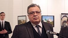 Посол России в Турции Андрей Карлов во время выступления в галерее в городе Анкара. 19 декабря, 2016