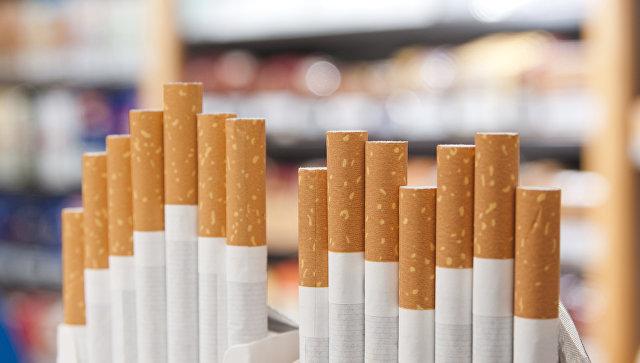 Продажа сигарет в магазине