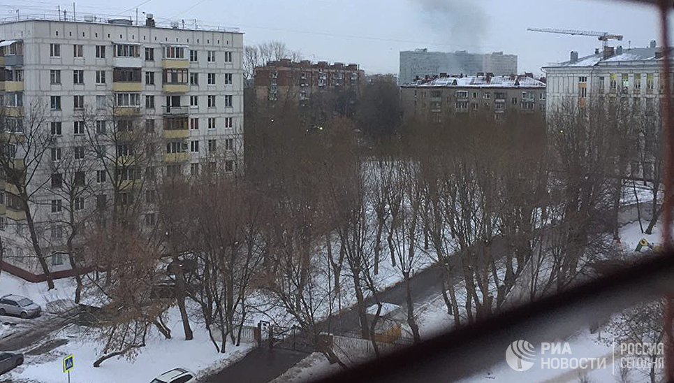 Дым у метро Коломенское, где раздался хлопок. 22 декабря 2016