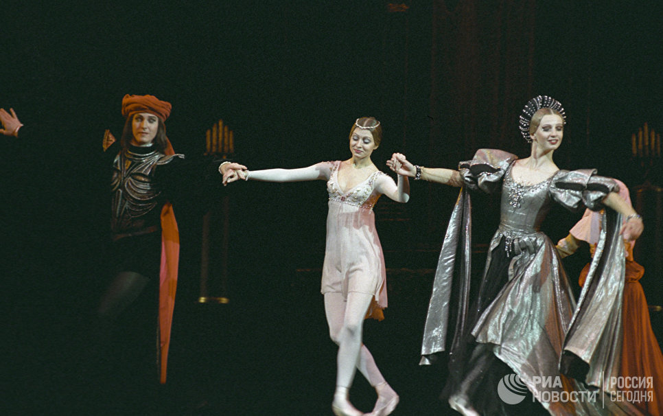 Сцена из балета Прокофьева Ромео и Джульетта в постановке Юрия Григоровича