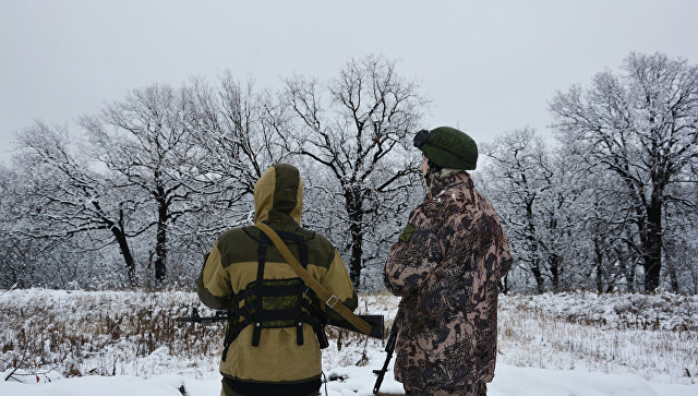Военнослужащие Народной милиции ЛНР на позициях на линии соприкосновения. Архивное фото