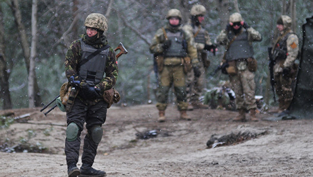 Канадские инструкторы обучают украинских военнослужащих. Архивное фото