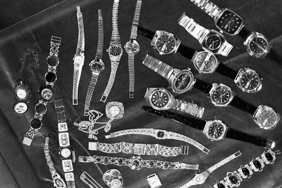 Женские наручные часы Угличского часового завода Чайка.
