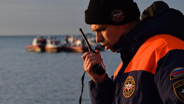 Сотрудник МЧС во время поисково-спасательной операции. Архивное фото