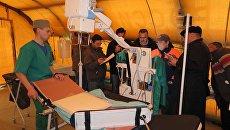 Работа мобильного госпиталя МЧС России в Сирии. Архивное фото