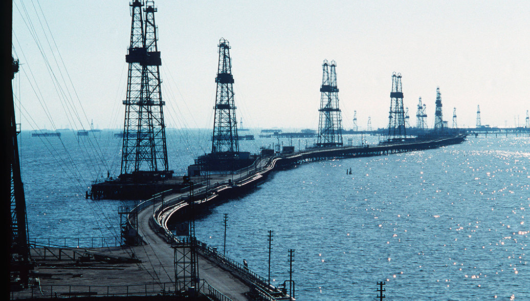 Россия в апреле снизила нефтедобычу на 250 тысяч баррелей в сутки по отношению к октябрю