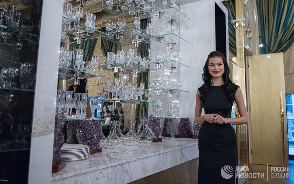 Сотрудница на церемонии открытия Сочи Казино и Курорт