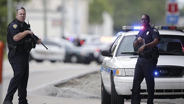 Полицейские на месте стрельбы в аэропорту в Форте-Лодердейле в штате Флорида