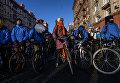 Участники Второго зимнего Московского Велопарада перед началом заезда