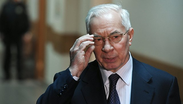 Азаров оценил вероятность импичмента Порошенко