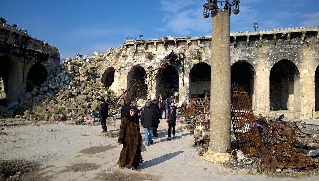 Горожане в Алеппо. Архивное фото