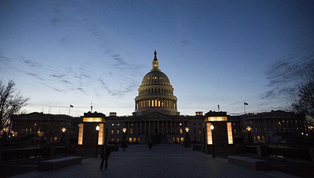 Демократы призвали Трампа ввести новые антироссийские санкции