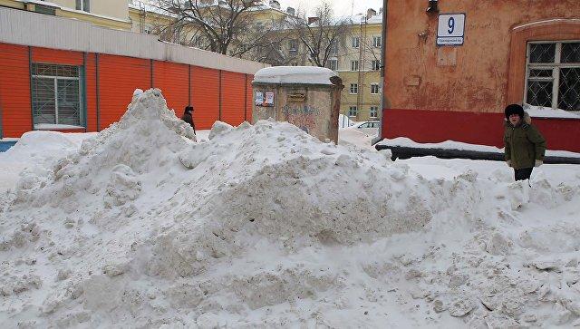 Из-за снега крыша ДЭУ обрушилась насемь машин