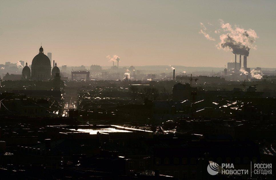 Вид с колоннады Исаакиевского собора на Свято-Троицкий собор в Санкт-Петербурге