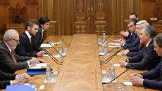 Председатель Государственной Думы РФ Вячеслав Володин и председатель ПАСЕ Педро Аграмунт во время встречи в Москве