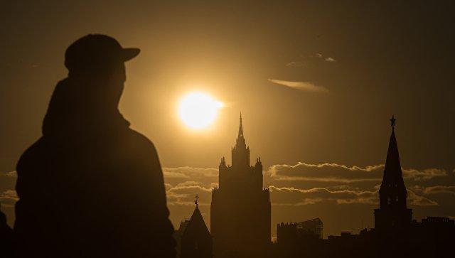 Прохожий в Москве. Архивное фото