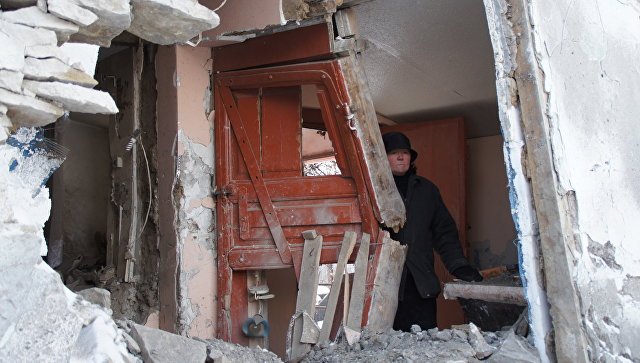 Последствия артобстрела украинскими силовиками. Архивное фото
