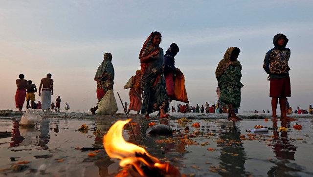 ВИндии вдавке нарелигиозном фестивале погибли шесть человек
