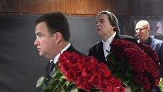 Генеральный директор Первого канала Константин Эрнст, президент КХЛ Дмитрий Чернышенко перед началом гражданской панихиды по погибшим при крушении самолета Ту-154 над Черным морем журналистам в телецентре Останкино