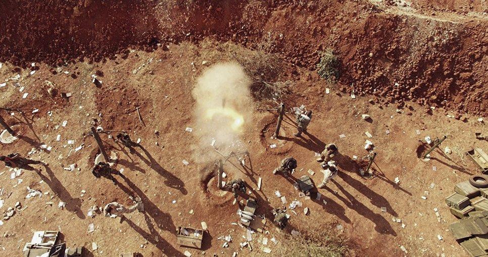 Позиции 120 мм полковых минометов Сирийской Арабской Армии. Артиллеристы военной академии Башара Асада ведут огневую подготовку для поддержки штурма города Алеппо. Сирия, 11.2016