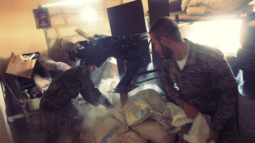 Передовые отряды правительственных войск Сирии во время штурма позиций боевиков на территории комплекса зданий военных училищ на юге Алеппо. Огневая позиции для станкового крупнокалиберного пулемета ДШК. Сирия, 08. 2016