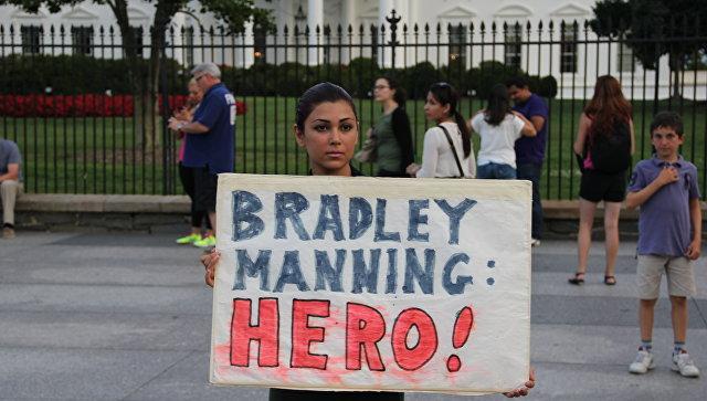 Пикет в защиту Брэдли Мэннинга у Белого дома в США