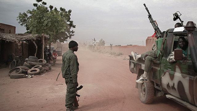 Число погибших при взрыве в военном лагере в Мали возросло до 37