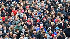 Люди перед началом церемонии инаугурации президента США Дональда Трампа у Капитолия США. 20 января 2017